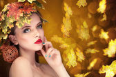 Autumn fashion concept of girl with leafs in head — Stock Photo