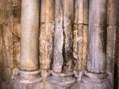 Columns at the entrance to Church of the Holy Sepulchre - main pilgrimage destination contains Golgotha and the Tomb of Jesus Christ in Jerusalem, Israel — Stock Photo