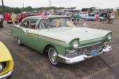 1957 Green Ford Fairlane Car Side View — Stock Photo