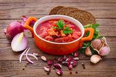 乌克兰和俄罗斯国家红罗宋汤木制表面,烹饪食谱菜单. — 图库照片