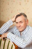 портрет старшие мужчины, отдыхаете дома — Стоковое фото