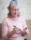Woman testing for high blood sugar. — Stock Photo