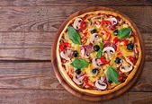 Pizza with seafood on wood table top view — Photo