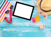 Blank empty tablet computer, summer accessories on beach. — Stock Photo
