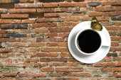 Coffee cup and butterfly on red brick background — Foto de Stock