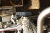 Piccola valvola sul tubo, close-up, immagini industriali — Foto Stock
