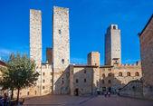Tourists walking in San Gimignano — Stock Photo