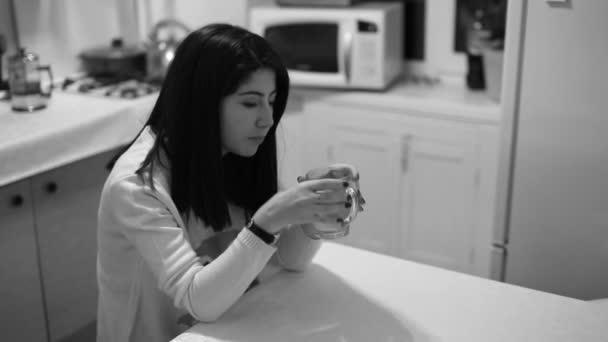 Красивые одинокие девушки видео фото 697-229