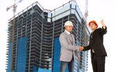 Architect and structural engineer shaking hands — Stock Photo