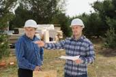Building foreman giving instructions — Stock Photo