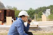 Building contractor taking a coffee break — Стоковое фото