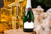 Celebrating with luxury champagne — Stock Photo