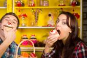 Young Couple Eating Cake at the Cafe — Foto de Stock