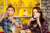 Couple Sipping a Drink From Small Cups at the Cafe — Foto de Stock