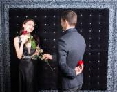 Romantic young man asking a woman to marry him — Stock Photo