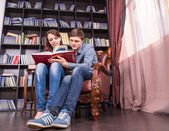 Sweet Lovers Reading a Book at the Library — Stock Photo