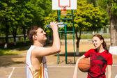 Man Cooling Down During Basketball Game Break — Stock fotografie