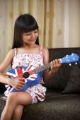 Playing guitar — Stockfoto