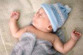 New born baby peacefully sleeping — Stock Photo