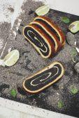 Poppy seed cake — Stock Photo