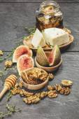 Figs with Honey and Fresh Cheese — Stockfoto
