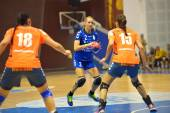 PLOIESTI, ROMANIA - SEPTEMBER 07:Sheiko Alla player of CSM Ploiesti attacks during the match with HCM Roman, in Romanian Handball National Championship September 07, 2014 in Ploiesti, Romania — Zdjęcie stockowe