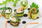 Grilled zucchini rolls with cheese — Stock Photo