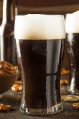 Refreshing Dark Stout Beer — Stock Photo