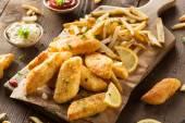 香酥炸鱼和土豆条 — 图库照片