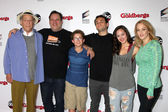 George Segal, Jeff Garlin, Sean Giambrone, Troy Gentile, Hayley Orrantia, Wendi McLendon-Covey — Stock Photo