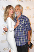 Tommy Chong, Shelby Chong — Stock Photo