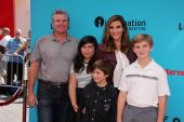 Heather McDonald with family — Stock Photo