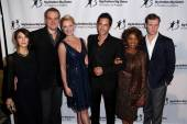 State of Affairs Cast, Sheila Vand, David Harbour, Katherine Heigl, Adam Kaufman, Alfre Woodard, Cliff Chamberlain — ストック写真