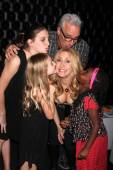 Chris Duddy, Joely Fisher, Skylar Grace Fisher-Duddy, Olivia Luna Fisher-Duddy, True Harlow Fisher-Duddy — ストック写真