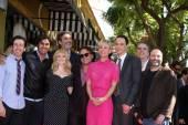 Chuck Lorre, Simon Helberg, Melissa Rausch, Johnny Galecki, Kaley Cuoco, Jim Parsons, Kunal Nayyar — Stock Photo