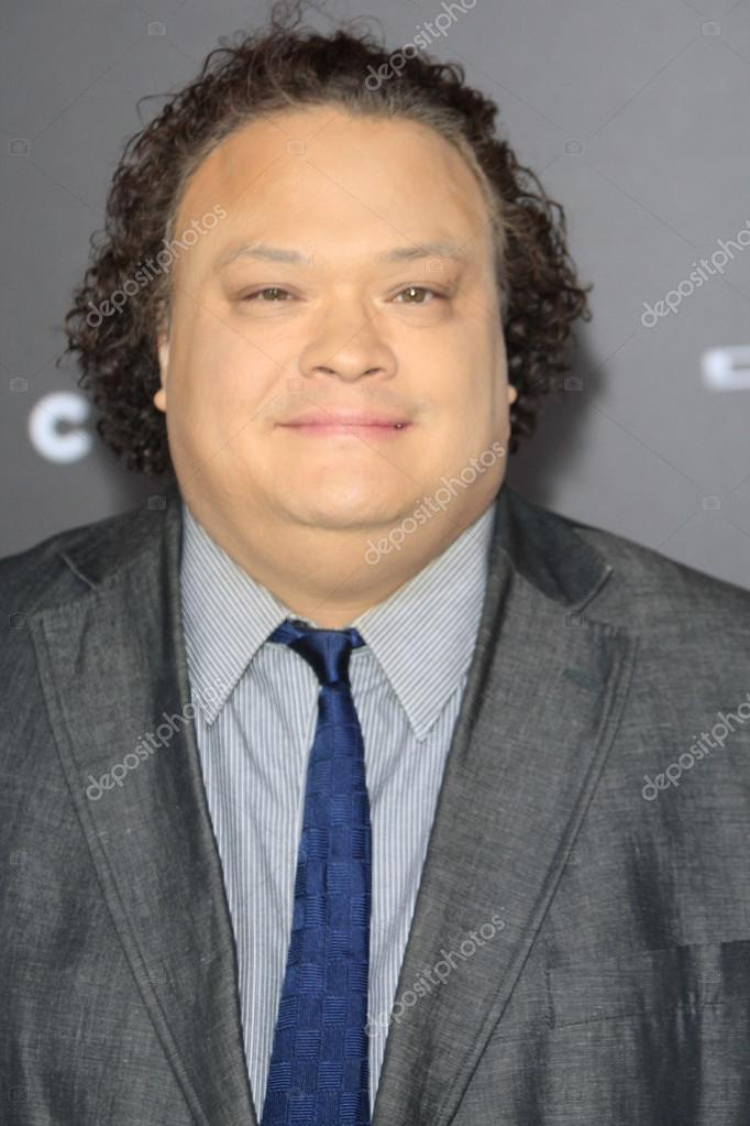 "LOS ANGELES - FEB 24: Adrian Martinez at the ""Focus"" Premiere at TCL Chinese Theater on February 24, 2015 in Los Angeles, CA — Foto de Jean_Nelson - depositphotos_65968755-Adrian-Martinez"