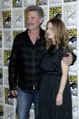 Kurt Russell, Jennifer Jason Leigh — Stock Photo