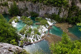 Scenic aerial view of cascades and pathway, Plitvice National Park, Croatia — Stock Photo