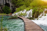 Beautiful view of waterfalls and pathway in Plitvice Lakes National Park. — Stock Photo