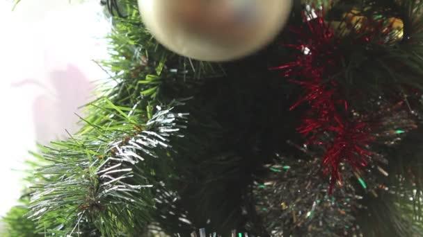 Bola de Navidad colgante — Vídeo de stock