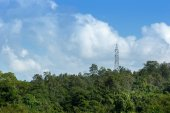 High voltage post.High-voltage tower with sky background. — ストック写真