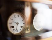 Old table clock, close up photo — Stockfoto