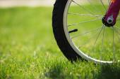 Children's bicycle on green grass, close up photo — Stock Photo