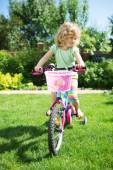 Little blonde girl with her bicycle — Fotografia Stock