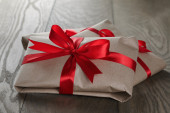 Vintage style gifts tied with ribbon and bow — Stockfoto