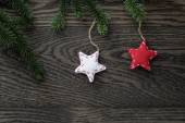 Fir branch with stars on oak table from above — Stock Photo