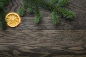 Spruce twig with dried orange slices on oak table — Stockfoto