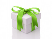 White gift box with green ribbon bow — Stock Photo