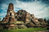 Ancient ruins of the temple in Ayutthaya city — Stock Photo