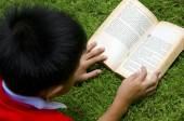 読む子どもたち — ストック写真
